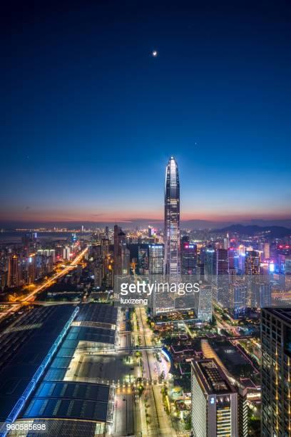 distrito da baixa da cidade de shenzhen - linha do horizonte sobre terra - fotografias e filmes do acervo