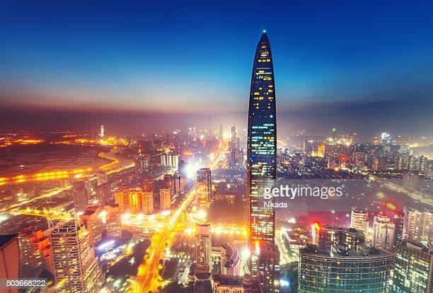shenzhen megacity ao anoitecer - shenzhen - fotografias e filmes do acervo