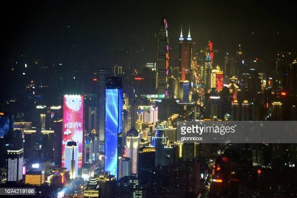 広東省深セン市の夜街の景観 - 深圳市 ストックフォトと画像