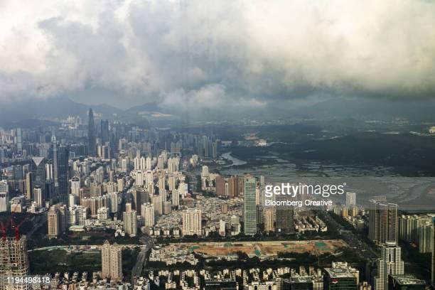 shenzhen skyline and sham chub river - 深圳市 ストックフォトと画像