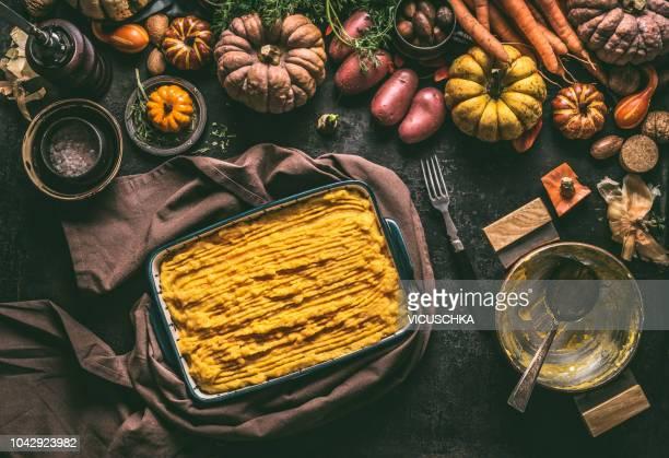 shepherd's pie with pumpkin and potato mash in casserole, ready for baking - stampen voedselbereiding stockfoto's en -beelden