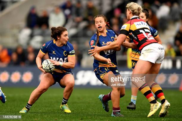 Sheree Hume of the Otago Spirit looks for a gap in the defence during the round four Farah Palmer Cup match between Otago and Waikato at Forsyth Barr...