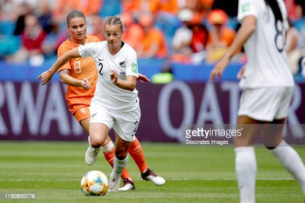 Sherida Spitse of Holland Women Ria Percival of New Zealand Women during the World Cup Women match between New Zealand v Holland at the Stade Oceane...