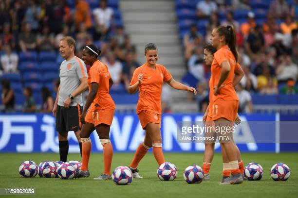 Sherida Spitse of the Netherlands warms up prior to the 2019 FIFA Women's World Cup France Semi Final match between Netherlands and Sweden at Stade...