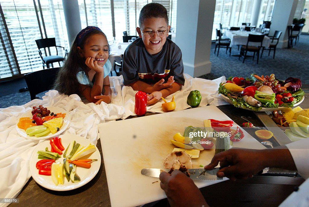 Kids, Parents Try Healthy Living : News Photo