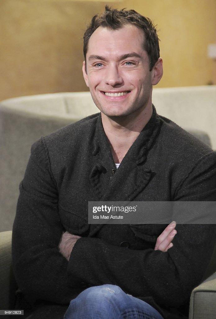 AMERICA - 'Sherlock Holmes'' Jude Law talks about his new film on GOOD MORNING AMERICA 12/18/09, airing on the ABC Television Network. GM09 (Photo by Ida Mae Astute/ABC via Getty Images) JUDE LAW