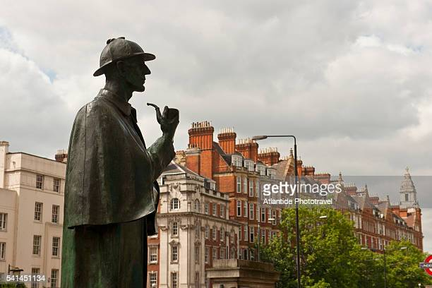 sherlock holmes statue in front of baker street station - sherlock holmes stock pictures, royalty-free photos & images
