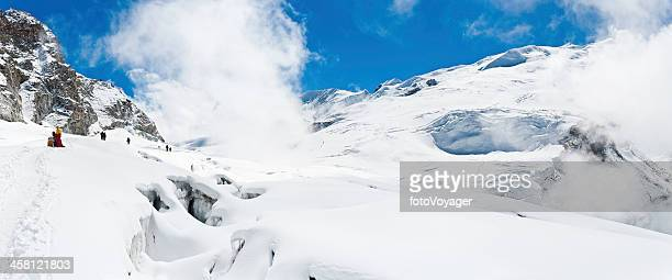 sherpa mountaineers climbing himalayan snowy mountains - solu khumbu stock pictures, royalty-free photos & images