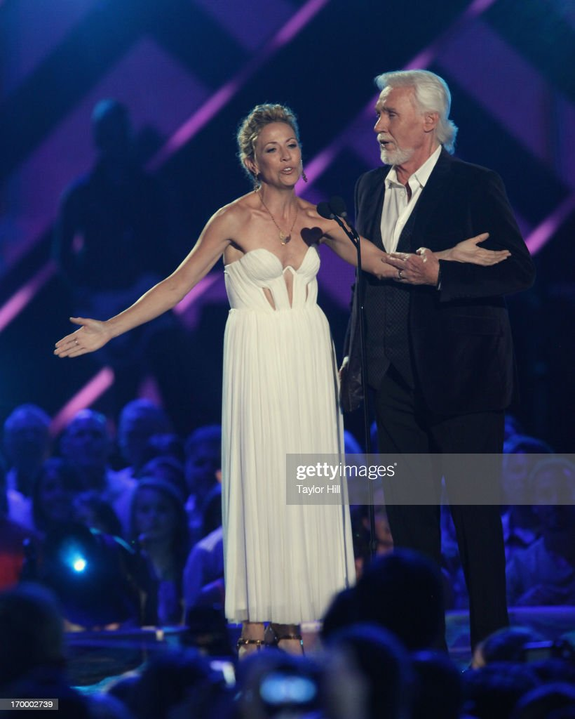 Sheryl Crow and Kenny Rogers perform an a capella duet of 'Islands in the Stream' during the 2013 CMT Music awards at the Bridgestone Arena on June 5, 2013 in Nashville, Tennessee.
