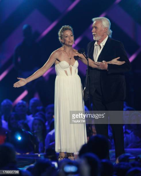 """Sheryl Crow and Kenny Rogers perform an a capella duet of """"Islands in the Stream"""" during the 2013 CMT Music awards at the Bridgestone Arena on June..."""