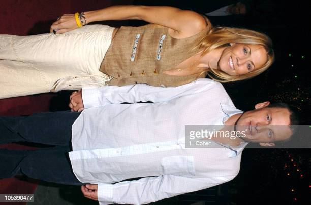 Sheryl Crow and Lance Armstrong during 'Meet the Fockers' Los Angeles Premiere Red Carpet at Universal Amphitheatre in Los Angeles California United...