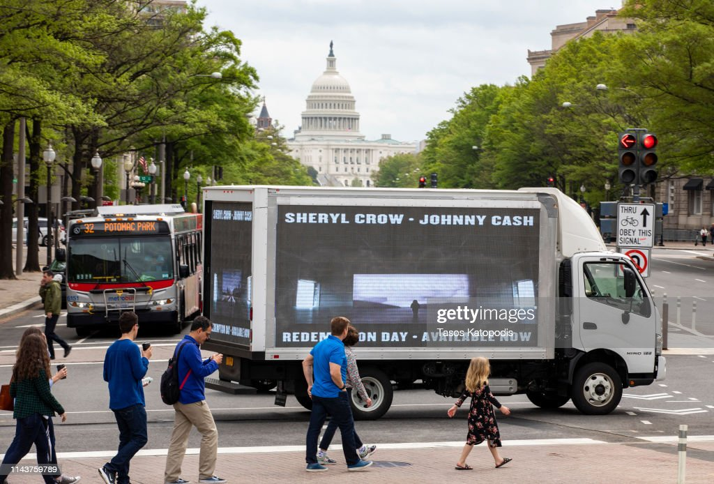 "DC: Sheryl Crow & Johnny Cash's ""Redemption Day"" Video Premieres At Various Iconic Monuments Throughout Washington, DC"