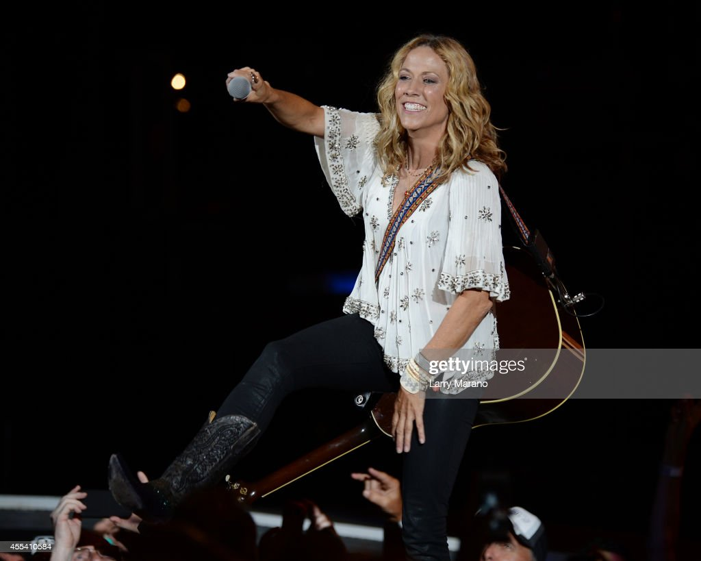 Sheryl Crow performs at Cruzan Amphitheatre on September 13, 2014 in West Palm Beach, Florida.