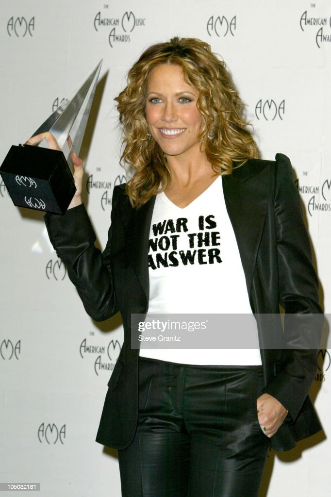 Sheryl Crow winner of American Music award favorite pop/rock female artist.