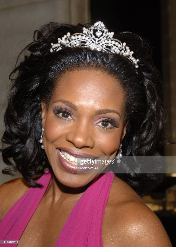 Sheryl Lee Ralph wears a beautiful Mikimoto Tiara valued at $16,000