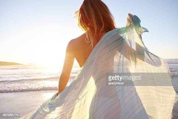 sie einen unbeschwerten - blond frauen strand stock-fotos und bilder