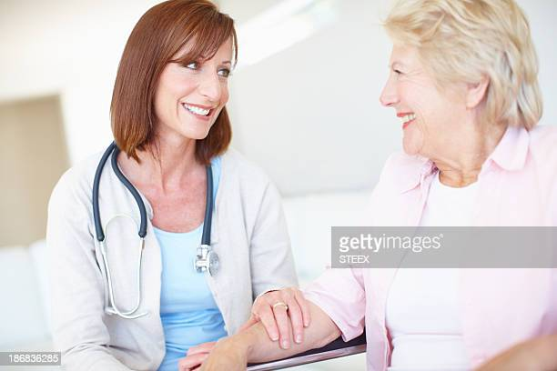 she's a comfort to her patients - aaien stockfoto's en -beelden