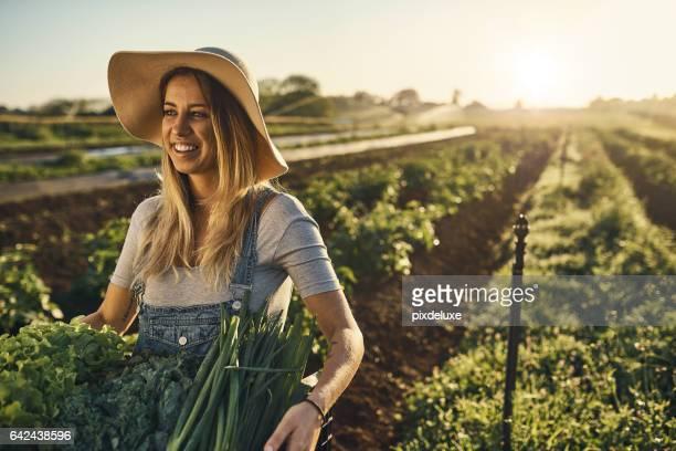 ela é uma garota do interior no coração - trabalhador rural - fotografias e filmes do acervo