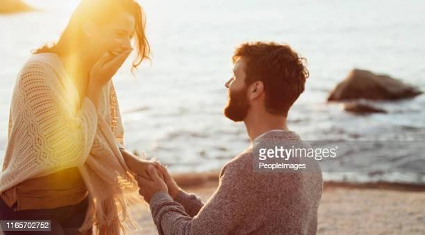 è una ventosa per il romanticismo - fidanzata foto e immagini stock
