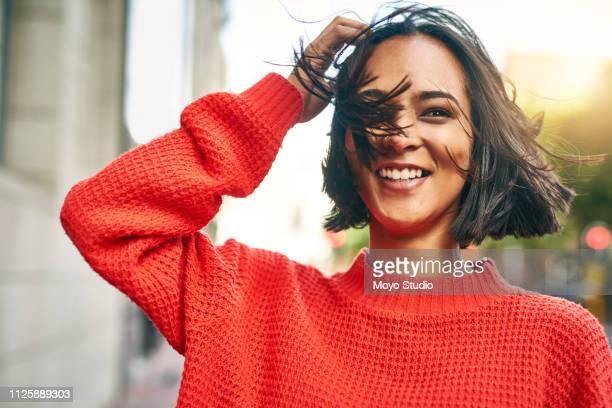 è una vera ragazza urbana - day foto e immagini stock