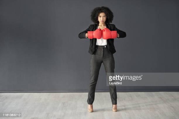 hon är alltid upp för utmaningen - boxning sport bildbanksfoton och bilder