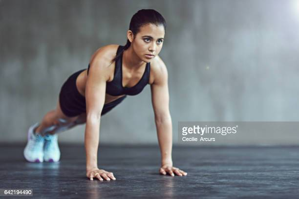 she's at the gym 24/7 - plank exercise stock pictures, royalty-free photos & images