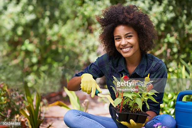 she's got a green thumb - gardening stock pictures, royalty-free photos & images