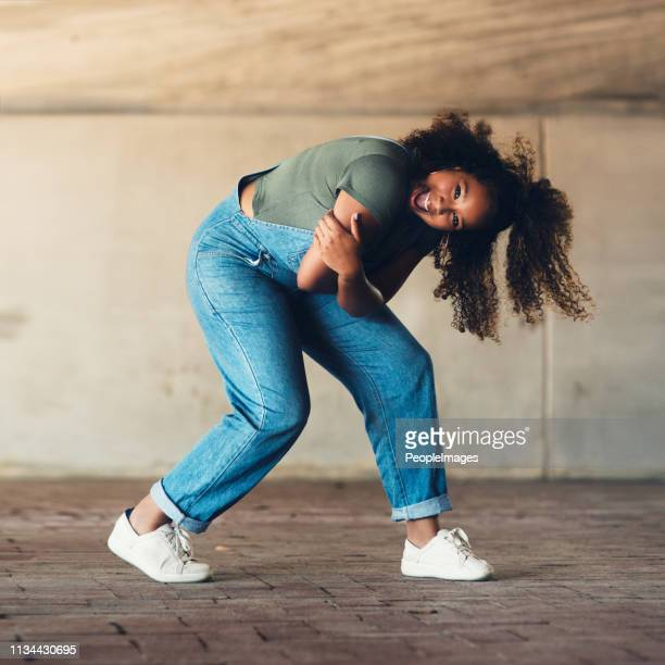 she's got all the moves! - rehearsal stock pictures, royalty-free photos & images