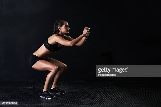 she's got the squat - hurken stockfoto's en -beelden