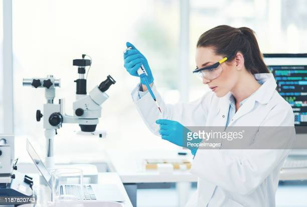 she's in concentration mode - physics stock pictures, royalty-free photos & images
