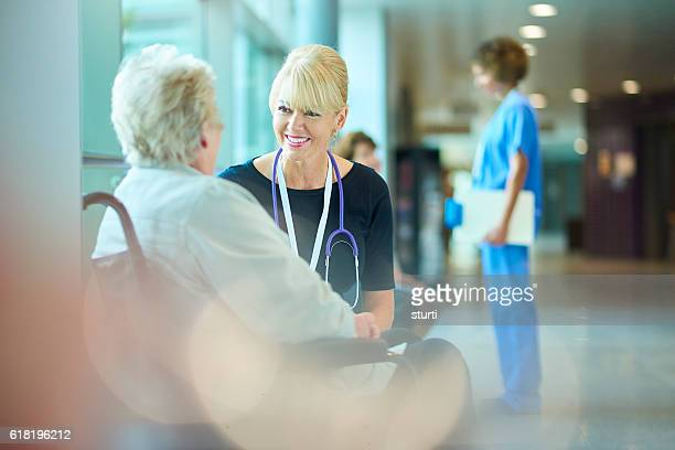 she's in good hands - outpatient care stock pictures, royalty-free photos & images