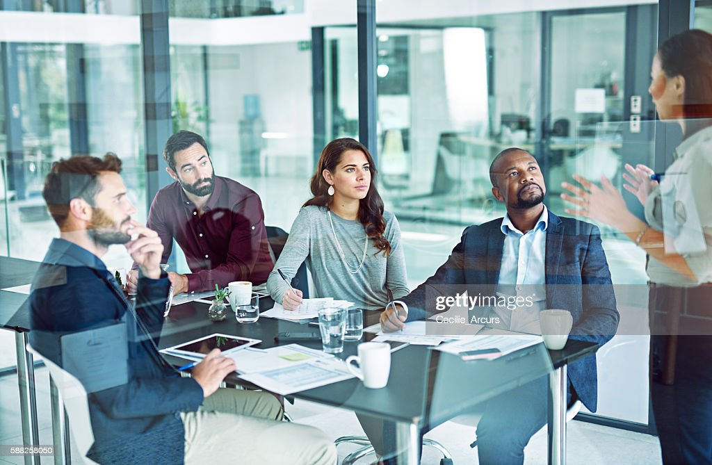 She's making it easy for audience to understand and respond : Stock Photo
