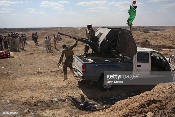 Shia militia from Abu al Fadhel al Abbas support Iraqi Army troops as they assault ISIL fighters on the frontline April 14 2015 near AlKarmah in...