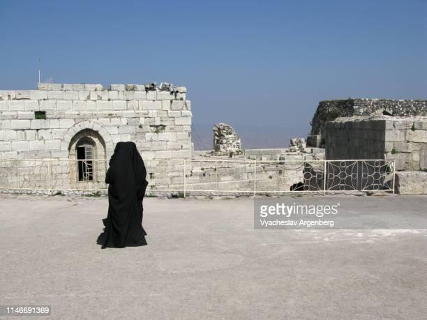 shia muslim women, krak des chevaliers castle - argenberg - fotografias e filmes do acervo