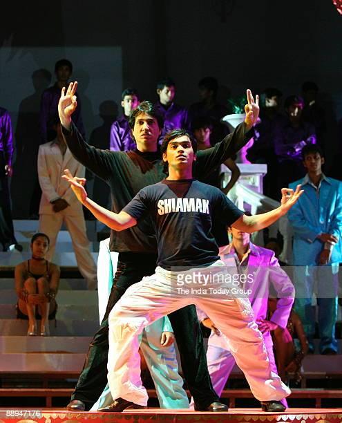 Shiamak Davar Choreographer teaching and performing with his student in Mumbai Maharashtra India