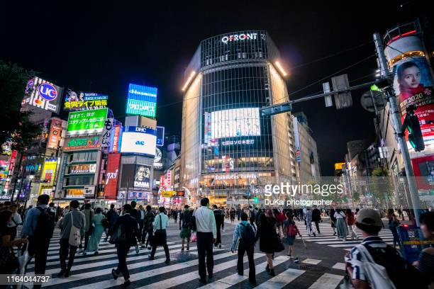 shibuya crossing in tokyo - shibuya ward stock pictures, royalty-free photos & images