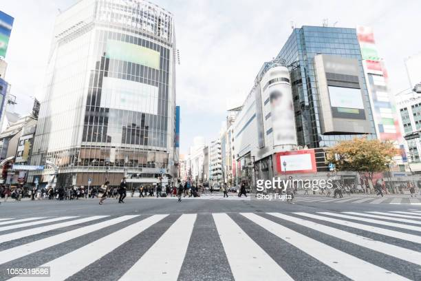 shibuya crossing tokyo japan - international landmark ストックフォトと画像