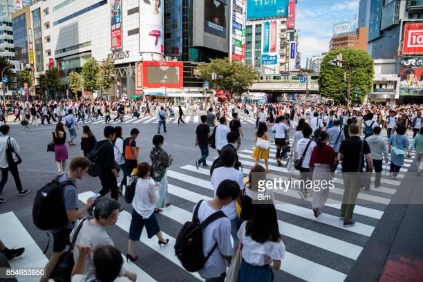 渋谷スクランブル交差点、東京、日本 - 社会問題 ストックフォトと画像