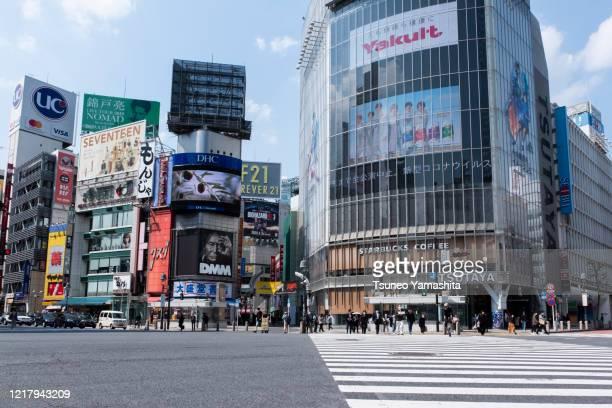 shibuya under the new pneumonia emergency declaration - state of emergency ストックフォトと画像
