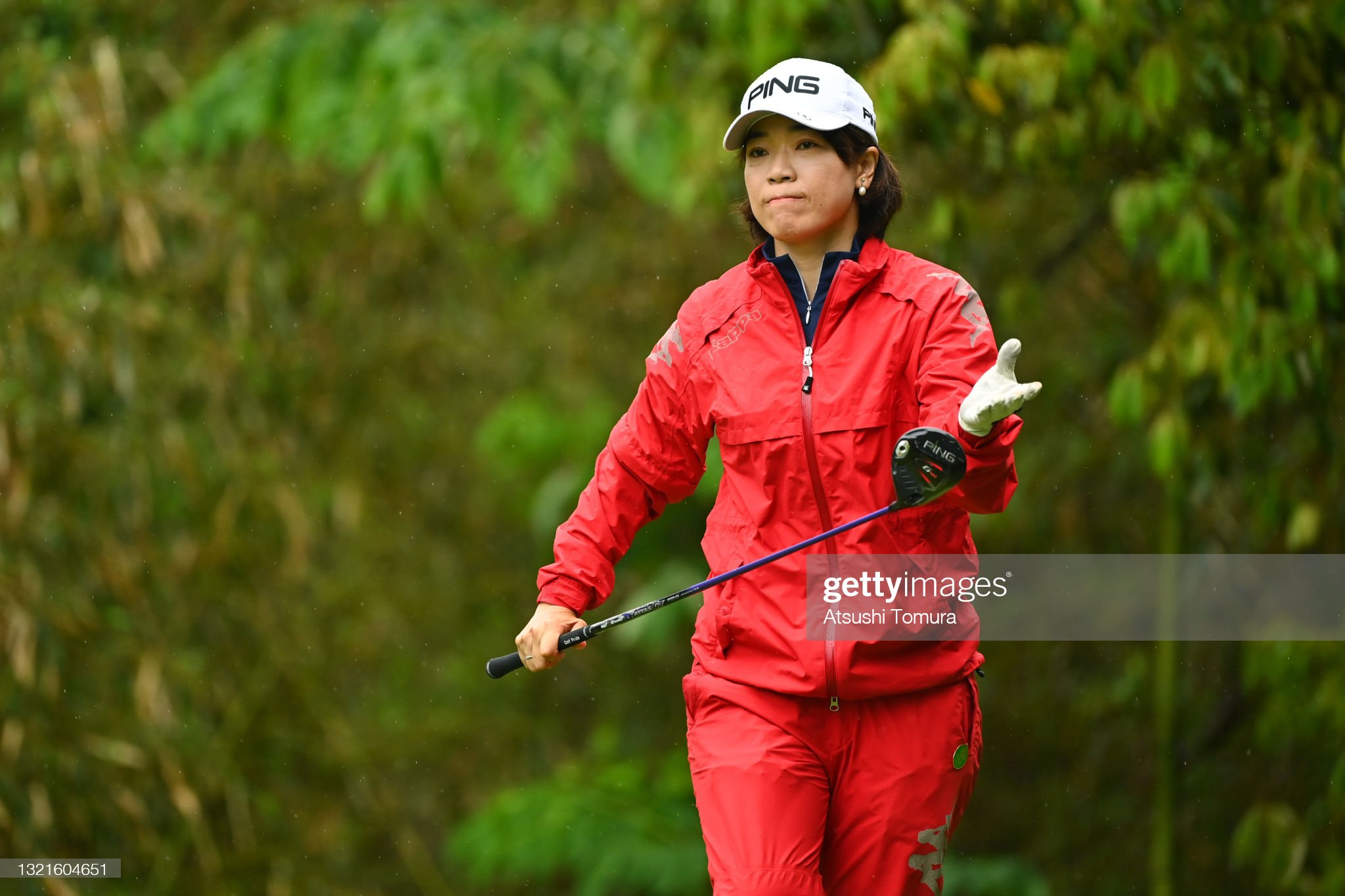 https://media.gettyimages.com/photos/shiho-oyama-of-japan-is-seen-before-her-tee-shot-on-the-4th-hole-the-picture-id1321604651?s=2048x2048