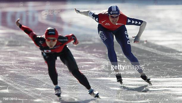 Shihomi Shinya of Japan and Marianne Timmer of the Netherlands compete in the 1000m heats during Day 2 of the Essent ISU Speed Skating World Cup at...