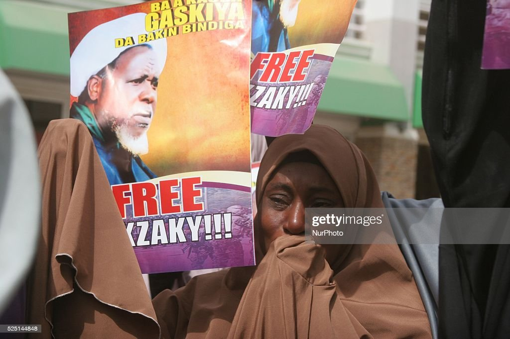 Shi-iites sect women reacts during a peaceful protest in Kaduna, Nigeria : News Photo