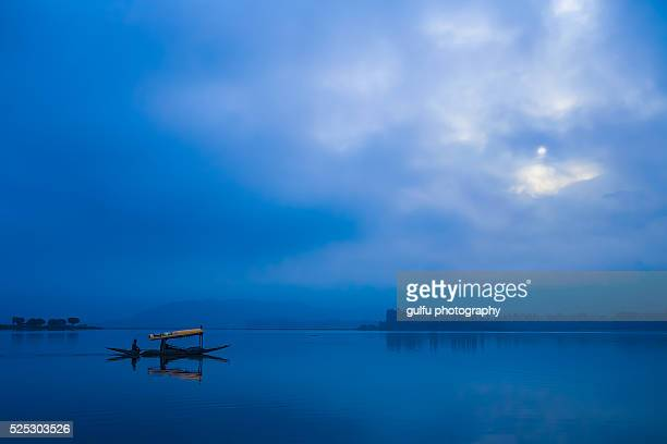 shikara boat ride - jammu and kashmir stock pictures, royalty-free photos & images