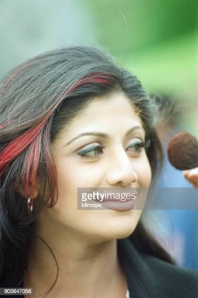 Shilpa Shetty actress filming scenes for new film Mujhse Shaadi Karogi on location at Dyffryn Gardens Wales 6th August 2001
