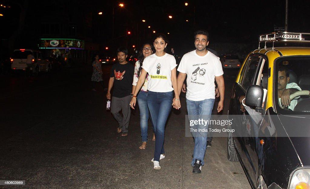Shilpa Shetty and Raj Kundra spotted walking towards Siddhivinayak Temple in Mumbai.