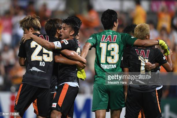 Shimizu SPulse playerrs celebrate their 32 victory in the JLeague J1 match between Shimizu SPulse and Cerezo Osaka at IAI Stadium Nihondaira on...