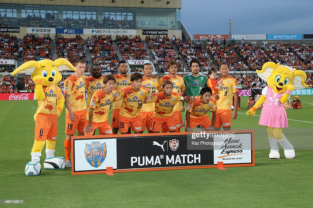 Shimizu S-Pulse players line up for the team photos prior to the J.League match between Shimizu S-Pulse and FC Tokyo at IAI Stadium Nihondaira on August 29, 2015 in Shizuoka, Japan.