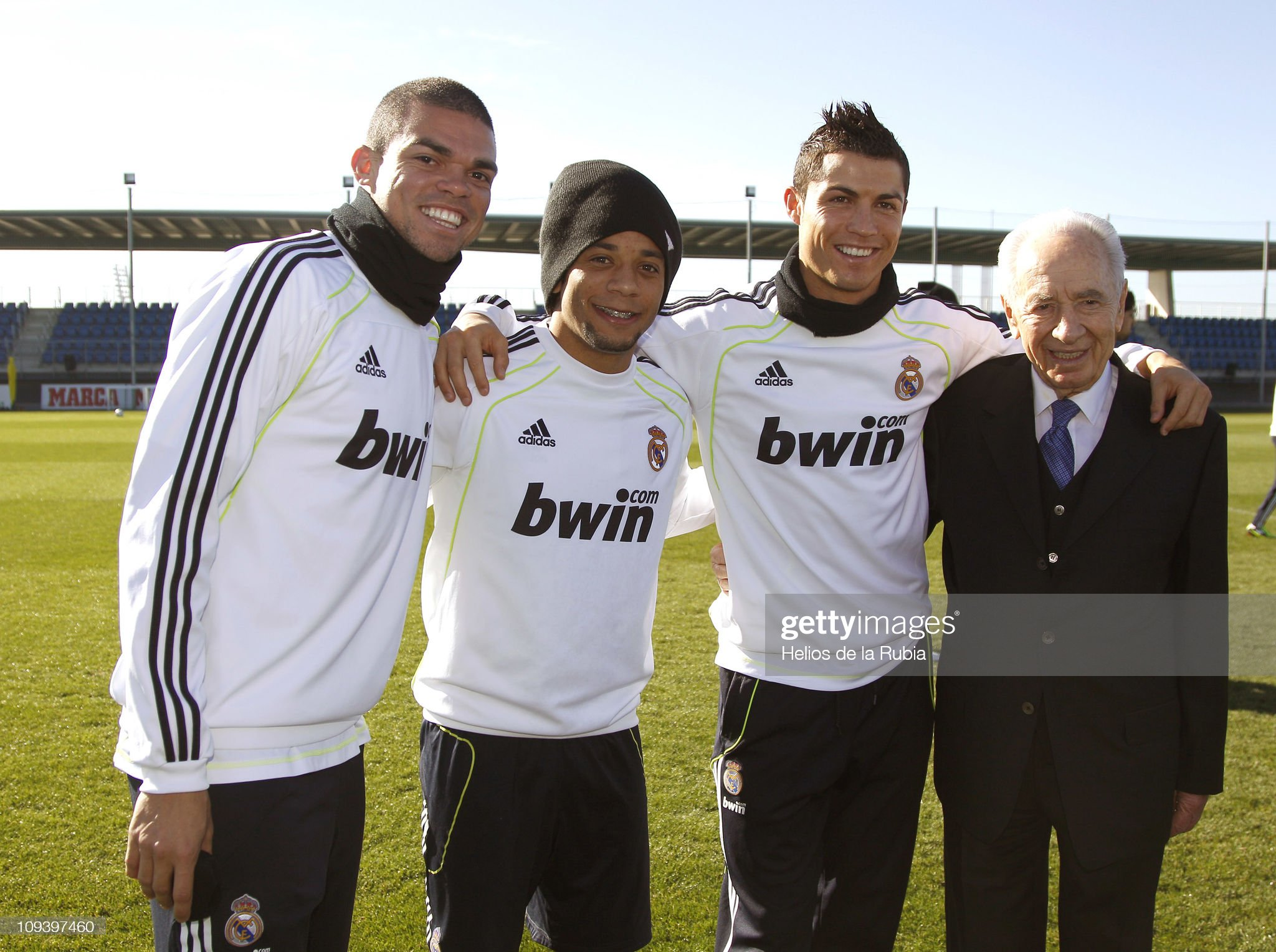 shimon-peress-president-of-israel-pose-with-real-madrid-players-pepe-picture-id109397460?s=2048x2048