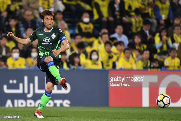 Shin Hyungmin of Jeonbuk Hyundai Motors in action during the AFC Champions League Group E match between Kashiwa Reysol and Jeonbuk Hyundai Motors at...
