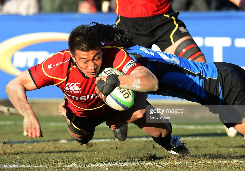 Shin Ito of Brave Lupus dives over for a try during the Top League Playoff semi final match between Panasonic Wild Knights and Toshiba Brave Lupus at Prince Chichibu Stadium on January 20, 2013 in Tokyo, Japan.